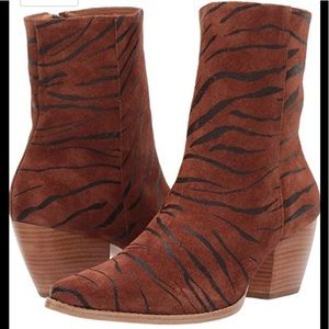 Matisse Caty Boot in Tiger Suede